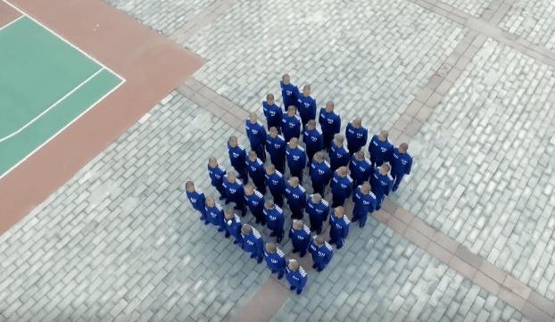 Viễn cảnh Ngô Diệc Phàm học thêu thùa, may vá, sống lành mạnh trong tù khiến Cnet 'bật ngửa' 2