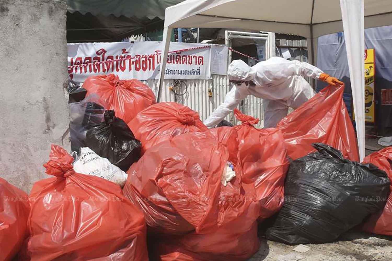 Rác thải chứa Covid-19 chất như núi khắp Thái Lan 1