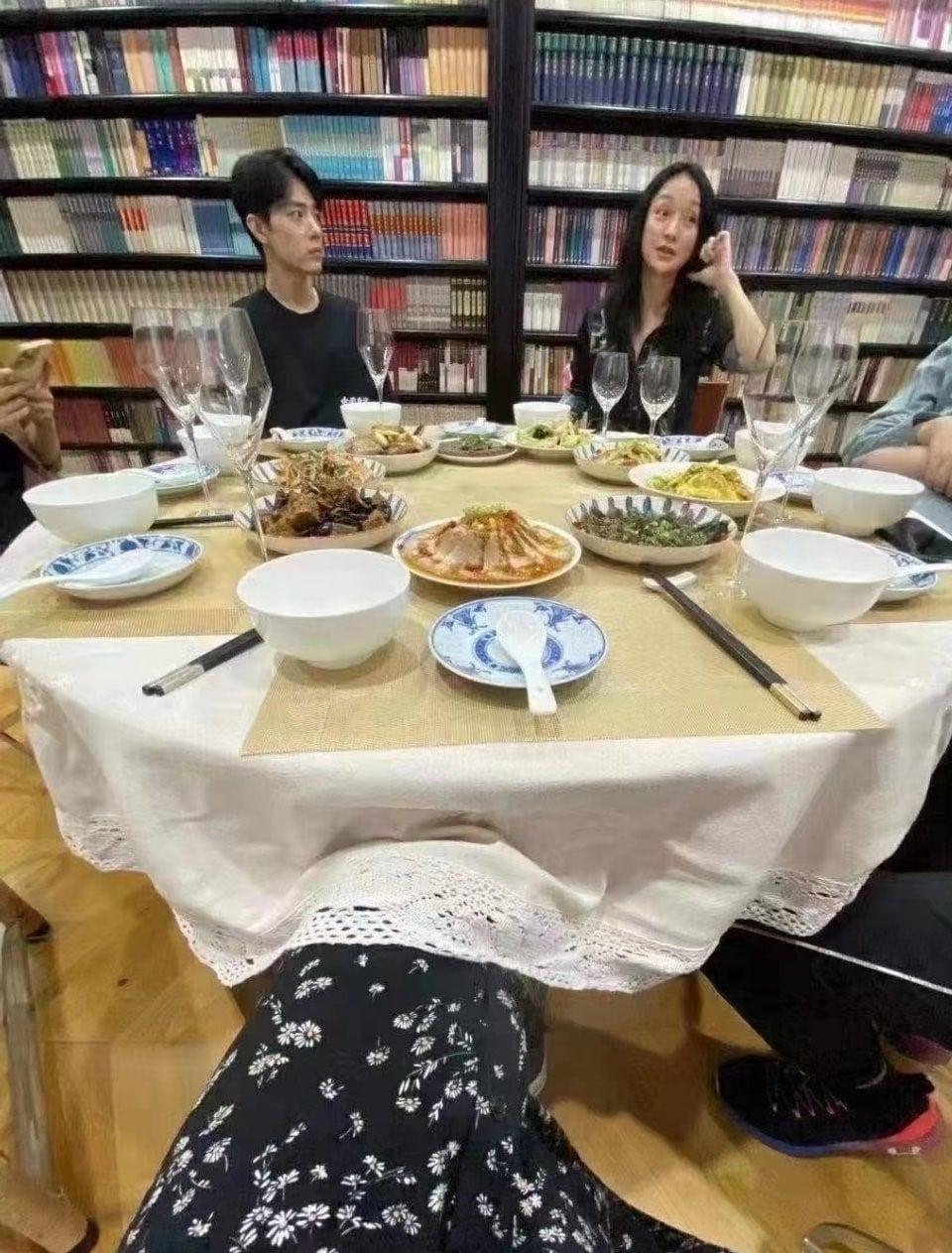 Tiêu Chiến và Châu Tấn đi ăn chung, netizen nóng lòng chờ 'quả dưa' ngọt lịm 1