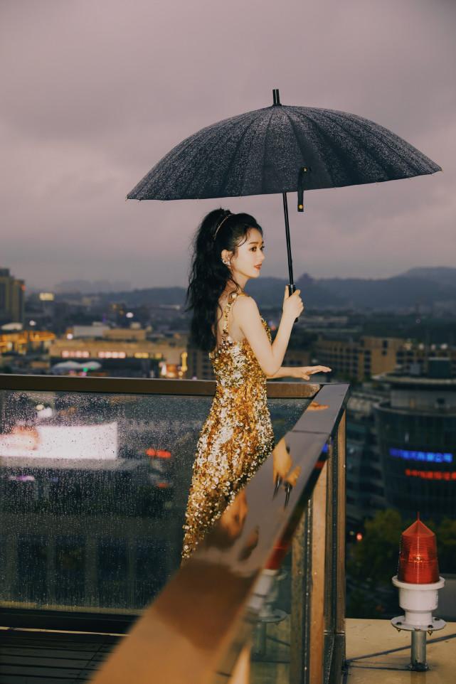 Triệu Lệ Dĩnh đăng video khoe 'da thịt', chứng minh 'phụ nữ đẹp nhất khi không thuộc về ai' 10