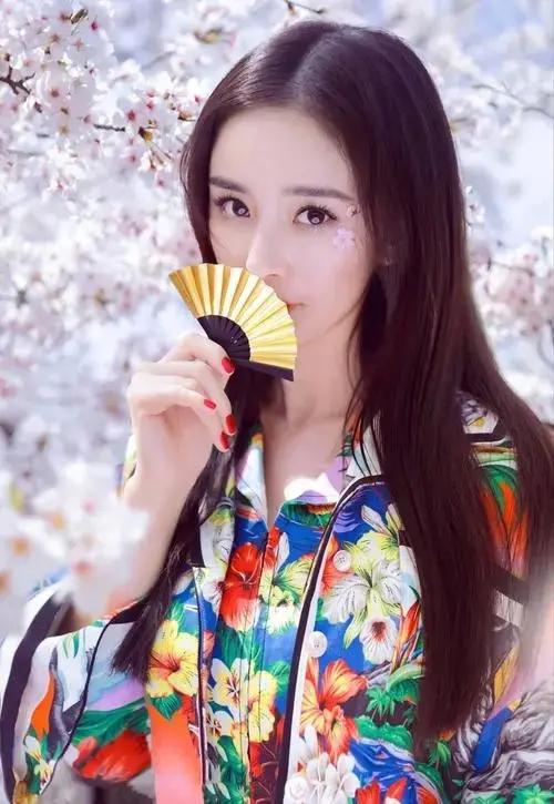Dương Mịch bị khui lại ảnh chụp hoa anh đào giữa 'bão Trương Triết Hạn' 4