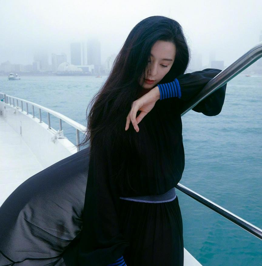 Phạm Băng Băng đẹp xuất thần với tạo hình mỹ nữ Hong Kong, netizen chỉ chú ý đến một điểm kỳ lạ 2