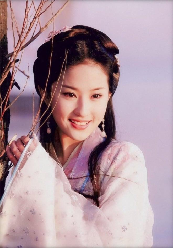 Dàn mỹ nhân Thiên Long Bát Bộ 2003: Lưu Diệc Phi chưa phải người đẹp nhất 4