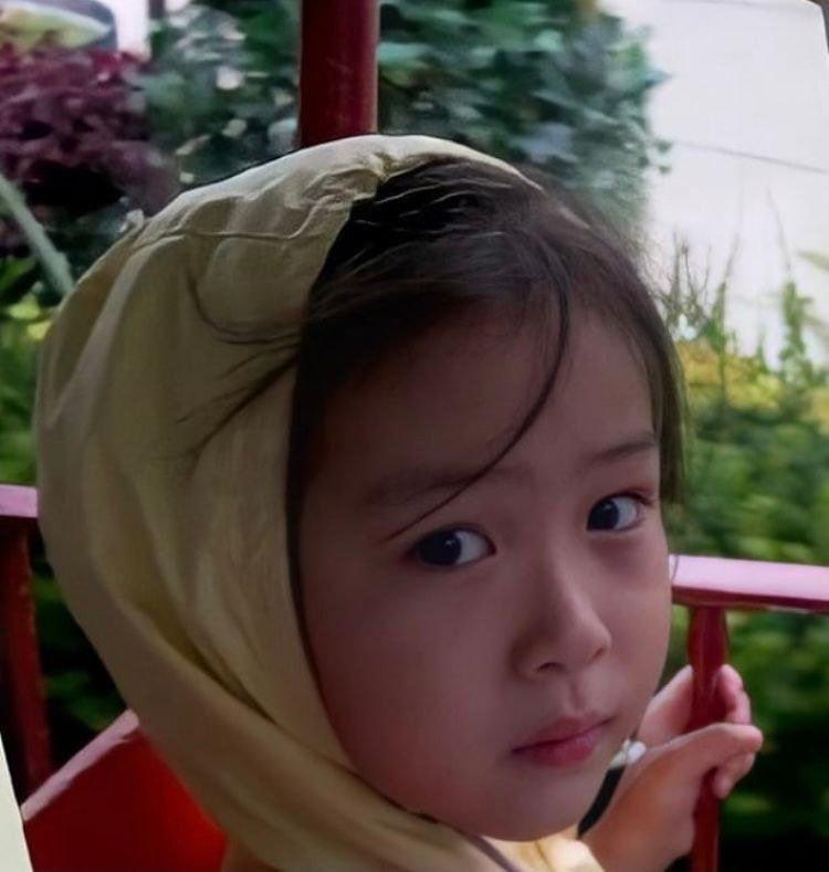 Ảnh thời thơ ấu của Ryujin ITZY khiến netizen mê mẩn vì con nít quỷ mang gương mặt thiên thần 3