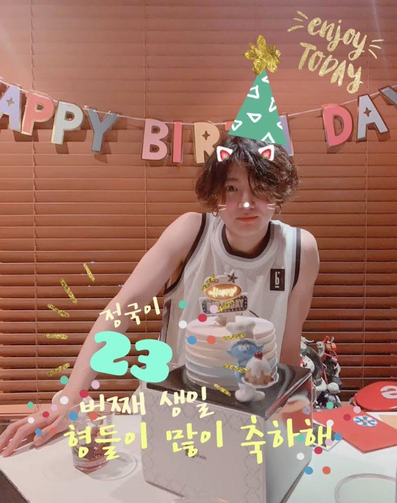 Jungkook (BTS): Từ em út mít ướt trở thành chàng trai trưởng thành 8