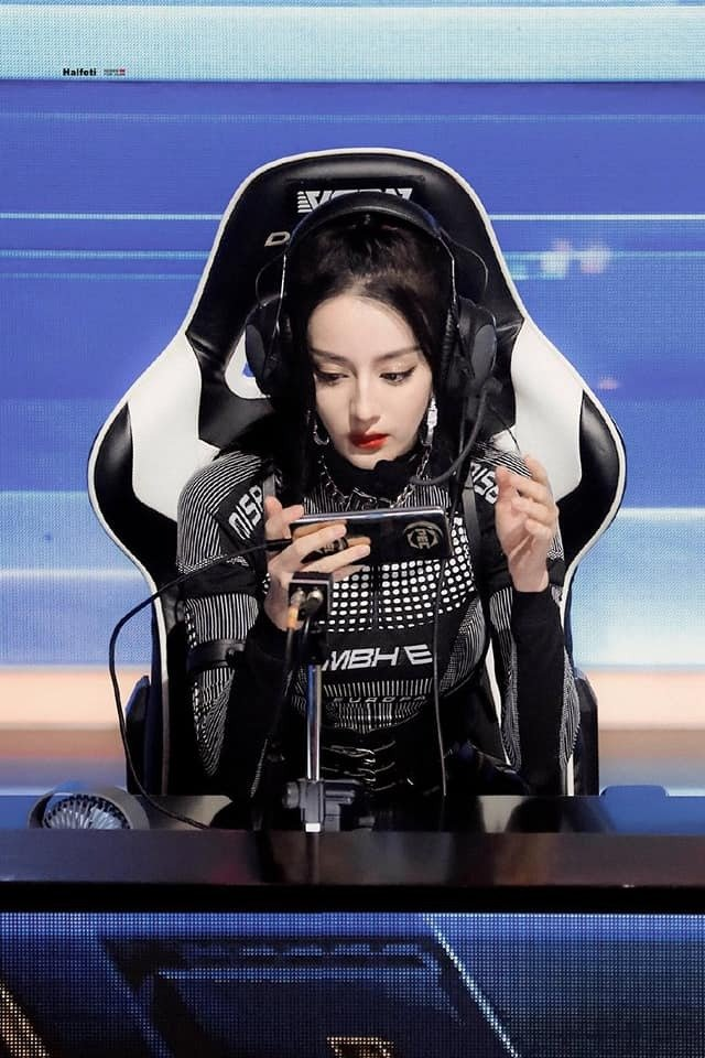 Sao nữ Cbiz chơi thể thao điện tử: Nhiệt Ba chỉ giỏi làm màu, Dương Mịch, Angela Baby 'chị đại' thứ thiệt 2