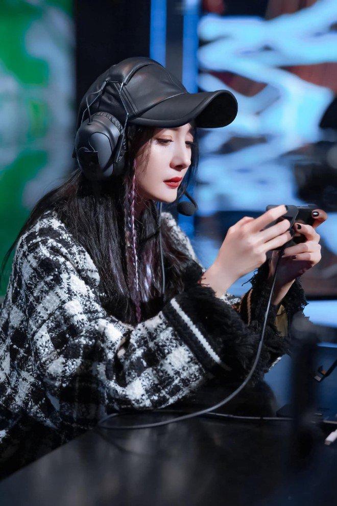 Sao nữ Cbiz chơi thể thao điện tử: Nhiệt Ba chỉ giỏi làm màu, Dương Mịch, Angela Baby 'chị đại' thứ thiệt 5
