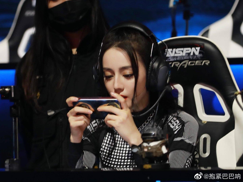 Sao nữ Cbiz chơi thể thao điện tử: Nhiệt Ba chỉ giỏi làm màu, Dương Mịch, Angela Baby 'chị đại' thứ thiệt 3