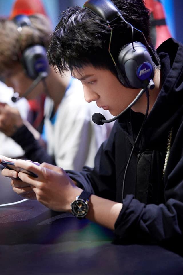 Mỹ nam Cbiz chơi thể thao điện tử: La Vân Hi, Tuấn Khải lên bậc 'đại thần'; Cung Tuấn 'gà mờ', Đặng Luân 'khó ở' 1