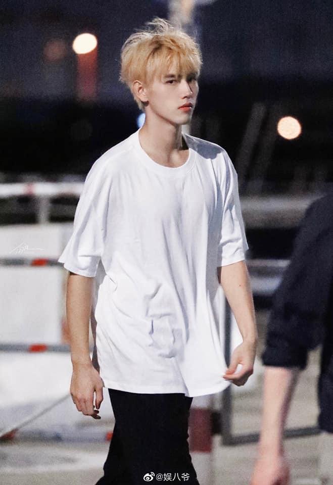19 trai đẹp Cbiz nhuộm tóc vàng: Ai cũng như hoàng tử lai mà Vương Nhất Bác ra nông nỗi này 11