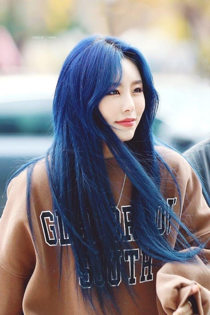 17 idol Kpop đẹp chói chang khi nhuộm tóc màu xanh thiên thanh 1