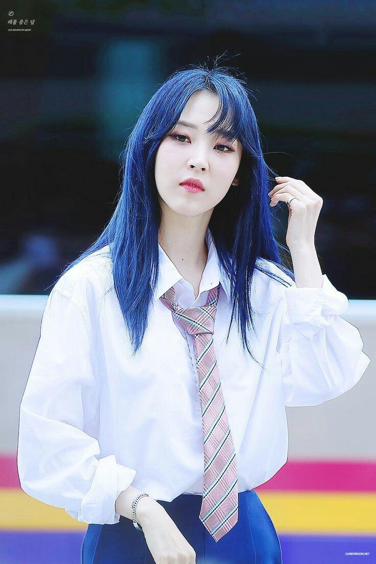 17 idol Kpop đẹp chói chang khi nhuộm tóc màu xanh thiên thanh 14