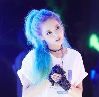 17 idol Kpop đẹp chói chang khi nhuộm tóc màu xanh thiên thanh 6