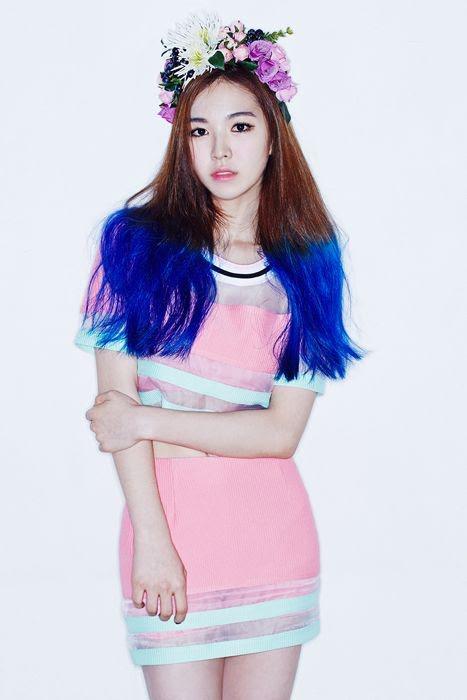 17 idol Kpop đẹp chói chang khi nhuộm tóc màu xanh thiên thanh 9