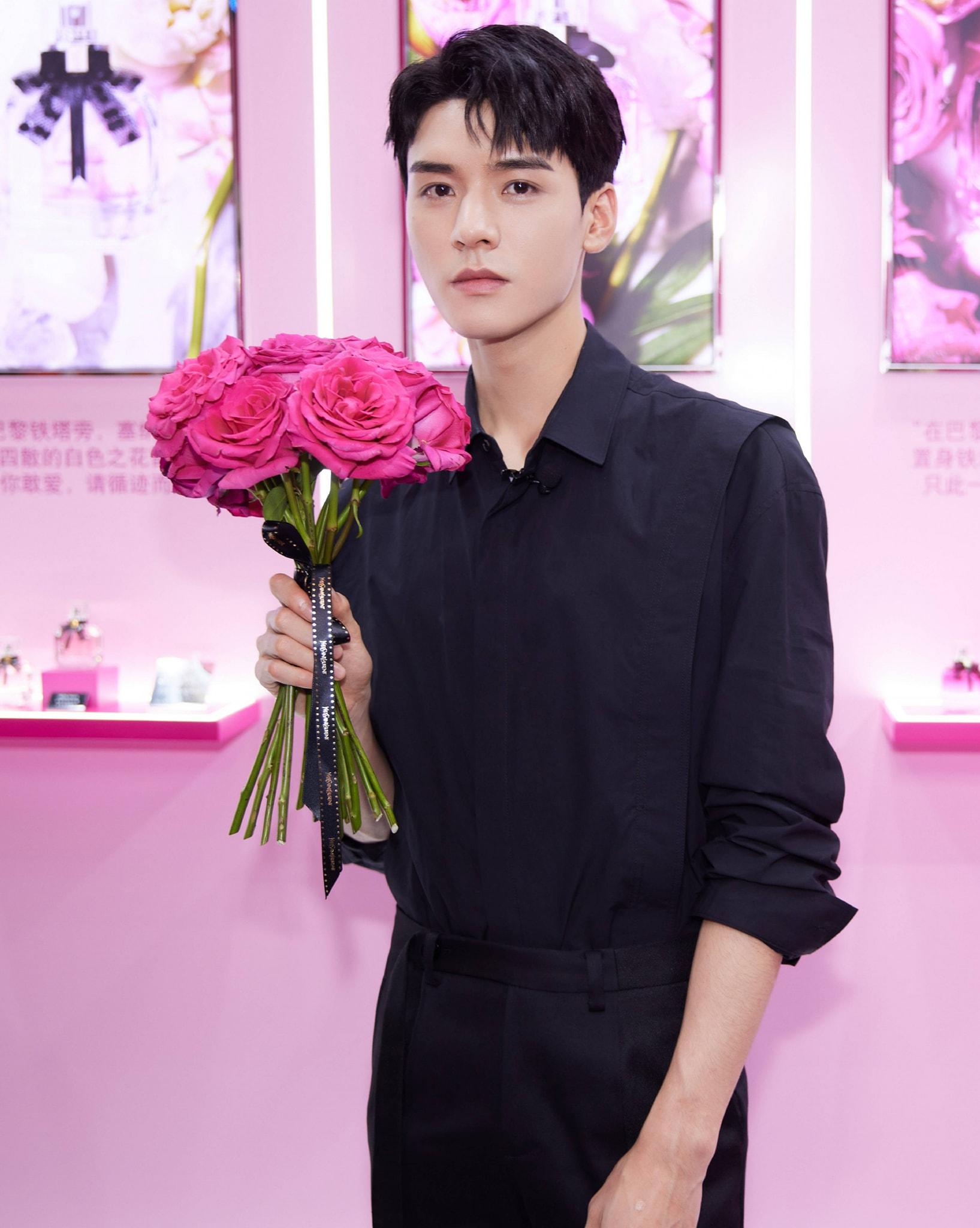 12 trai đẹp Cbiz cầm hoa tỏ tình, chàng trai nào khiến bạn gật đầu nguyện ý? 14