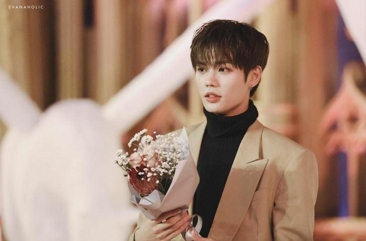 12 trai đẹp Cbiz cầm hoa tỏ tình, chàng trai nào khiến bạn gật đầu nguyện ý? 20