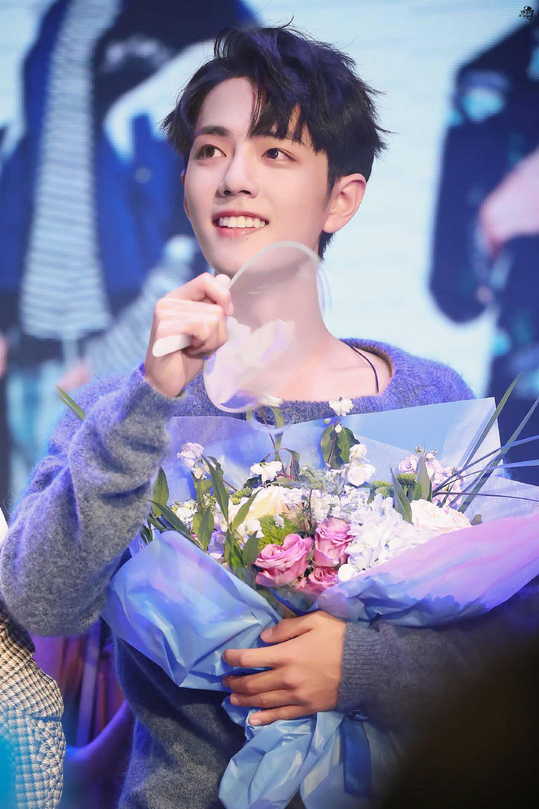 12 trai đẹp Cbiz cầm hoa tỏ tình, chàng trai nào khiến bạn gật đầu nguyện ý? 9