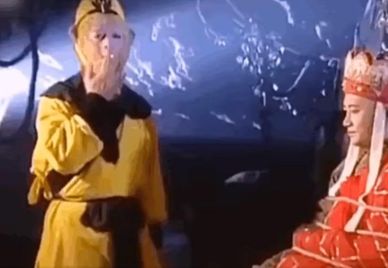 10 cảnh hậu trường hài 'té ghế' của Tây Du Ký: Tôn Ngộ Không nhả khói điêu luyện, Đường Tăng bị đá hậu, Bát Giới tổ lái... 1