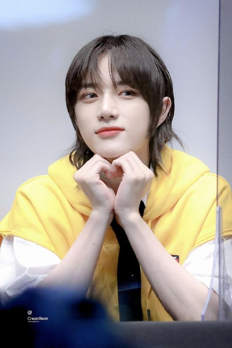 10 nam idol Kpop để tóc dài khiến chị em 'rớt liêm sỉ', muốn se duyên ngay lập tức 2