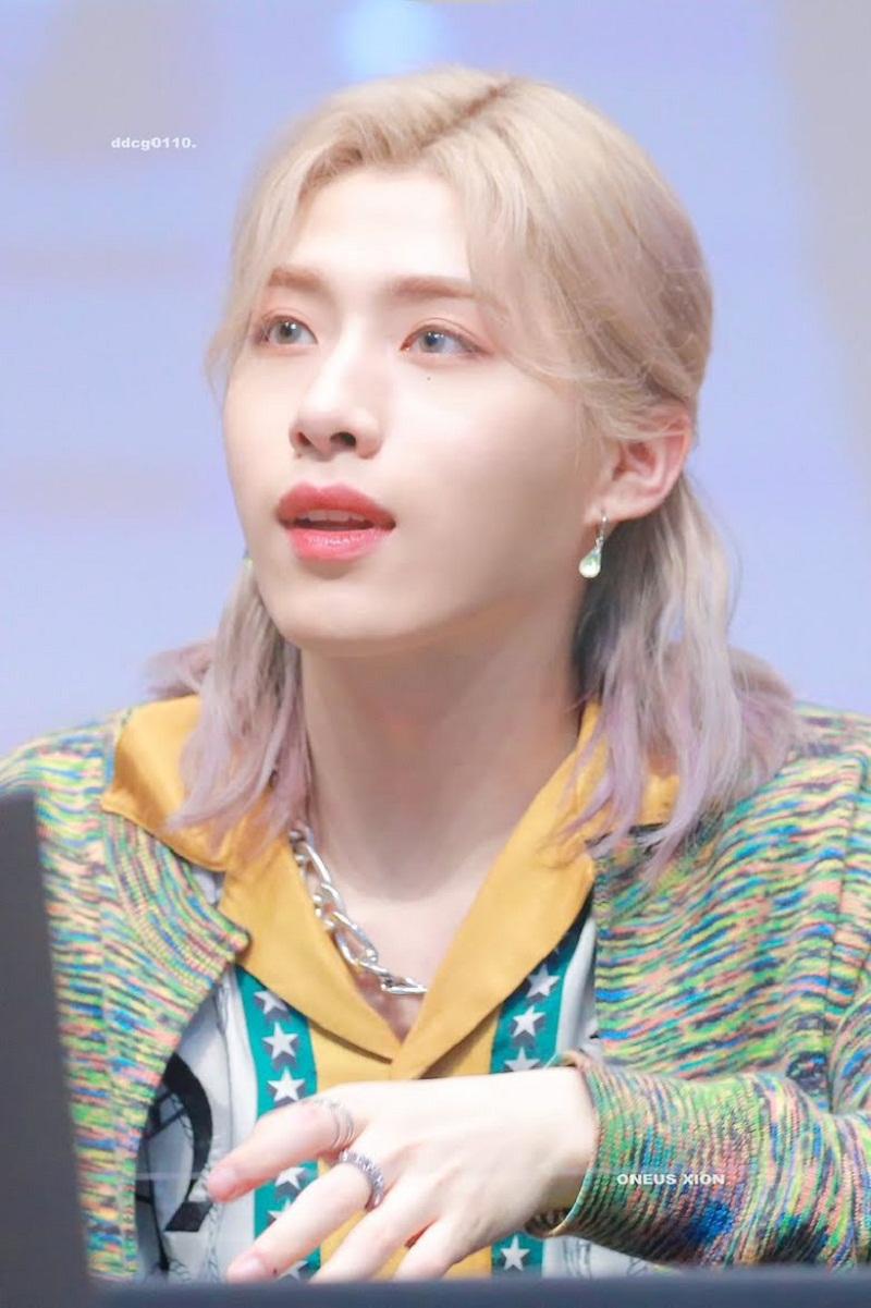 10 nam idol Kpop để tóc dài khiến chị em 'rớt liêm sỉ', muốn se duyên ngay lập tức 9