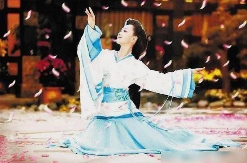 8 mỹ nhân Cbiz dưới mưa hoa: Dương Dung soán ngôi kinh điển của Angela Baby 2