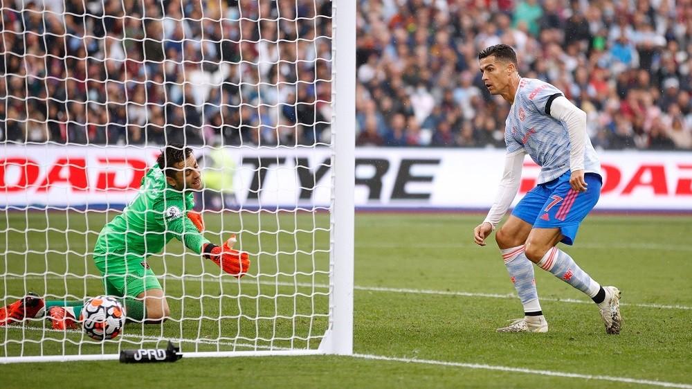 Phá lưới West Ham, Ronaldo tiếp tục lập thêm một kỷ lục 'độc nhất vô nhị' ở tuổi 36 1