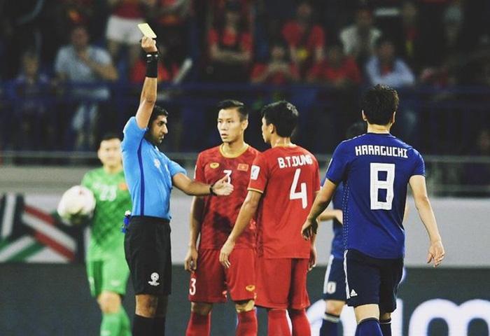 Trọng tài trận Việt Nam vs Trung Quốc: 'Thiên thần' với đội bạn, 'hung thần' của Quang Hải, Công Phượng 1