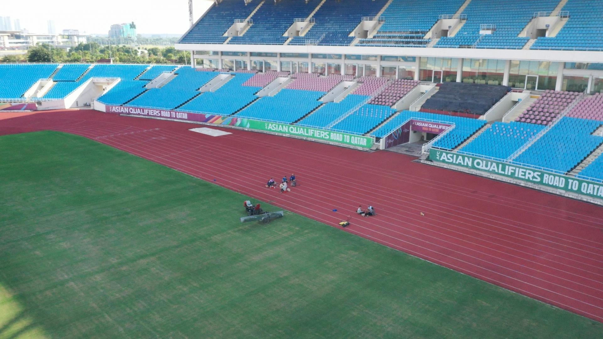 Sân Mỹ Đình xanh mượt cỏ mới, chạy đua nâng cấp với sân Lạch Tray, chờ quyết định của AFC 1