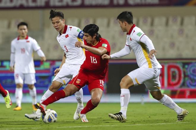Đội trưởng Quế Ngọc Hải bỏ dở buổi tập, nguy cơ chấn thương trước trận gặp Oman 2