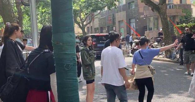 Fan 'xù lông' với trợ lý của Dương Mịch vì 'để thần tượng bị muỗi đốt' 6