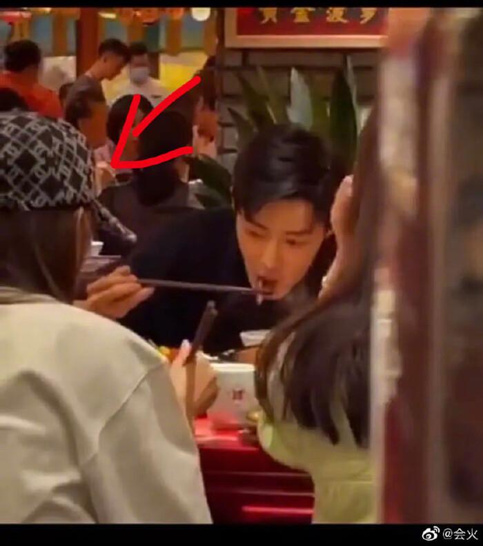 Đại diện nhà hàng lên tiếng khi Tiêu Chiến bị fan quá khích vây chặt trong bữa tiệc 'Như Mộng Chi Mộng' 3