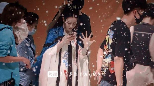 Địch Lệ Nhiệt Ba làm tù nhân vẫn diện váy trắng xinh tươi, khoe visual đỉnh cao trong Ngự Giao Ký 4