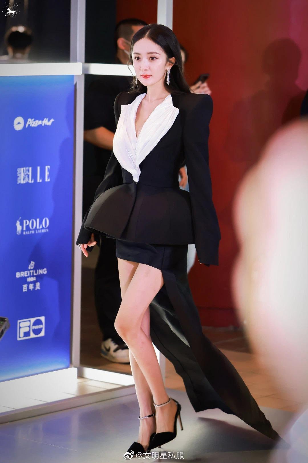 Duong Mich عالی بازی می کند: 2 لباس را در یک رویداد عوض کنید ، نترسید صد میلیون جنس را برای گرفتن درست کنید