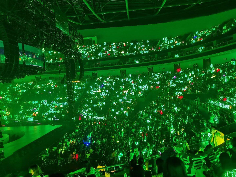 Vương Nhất Bác và 1001 khoảng khắc 'cháy hết mình' tại Yuehua Family Concert 1
