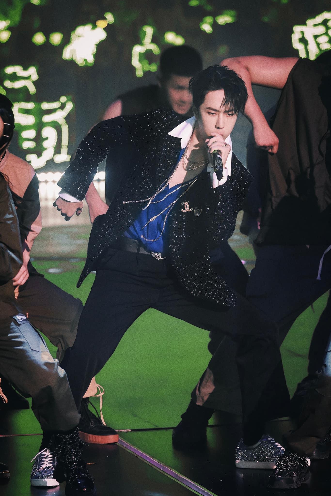 Vương Nhất Bác và 1001 khoảng khắc 'cháy hết mình' tại Yuehua Family Concert 9