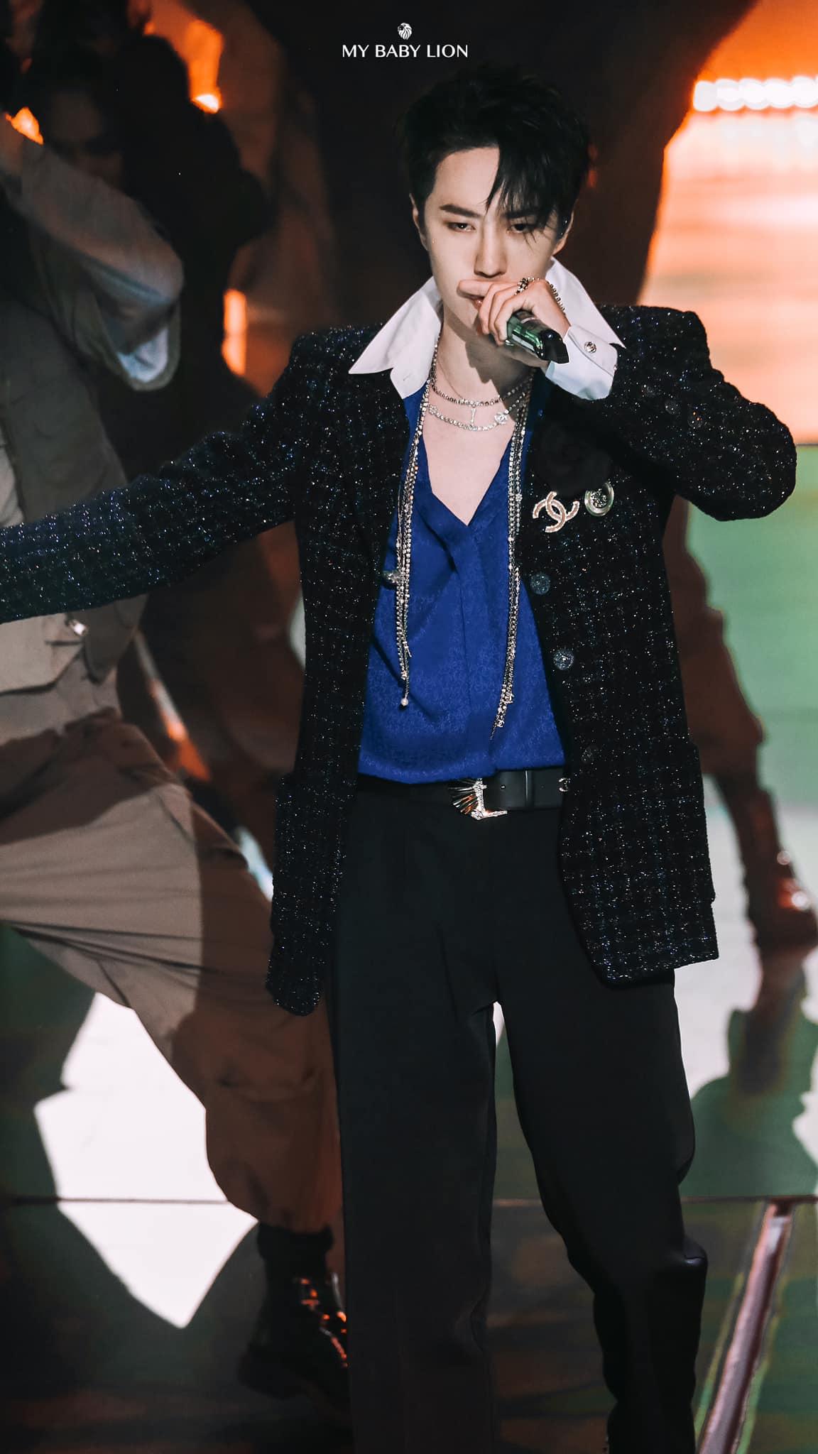 Vương Nhất Bác và 1001 khoảng khắc 'cháy hết mình' tại Yuehua Family Concert 6