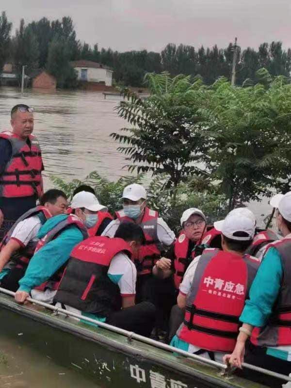 Vương Nhất Bác và loạt khoảnh khắc đẹp trong chuyến cứu trợ Hà Nam: Chào mừng dũng sĩ nhỏ bình an trở về 21