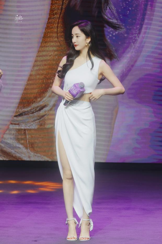 Dương Mịch khoe sắc vóc siêu mlem tại sự kiện, 'chiếc' eo Ngọc Trinh Vbiz chắc chắn 'chạy dài' 5