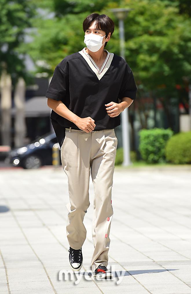 Dàn sao Hàn nô nức đến đài truyền hình: Lee Kwang Soo cực soái tựa Lee Min Ho, người đẹp T-ara gây bão 2