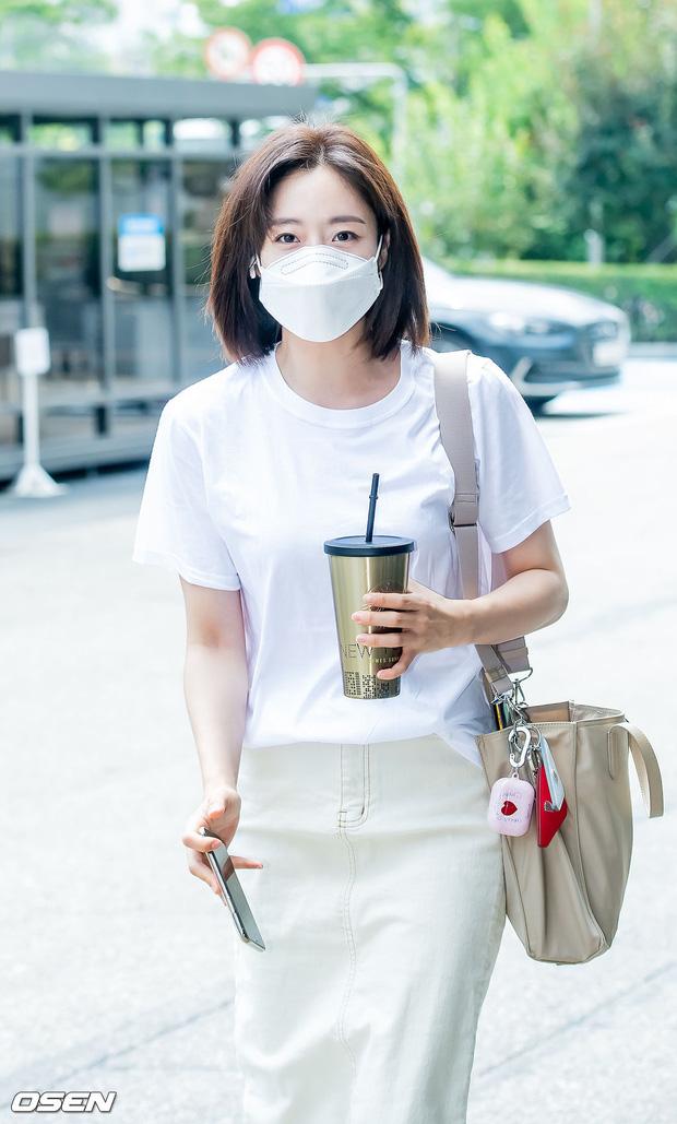 Dàn sao Hàn nô nức đến đài truyền hình: Lee Kwang Soo cực soái tựa Lee Min Ho, người đẹp T-ara gây bão 5