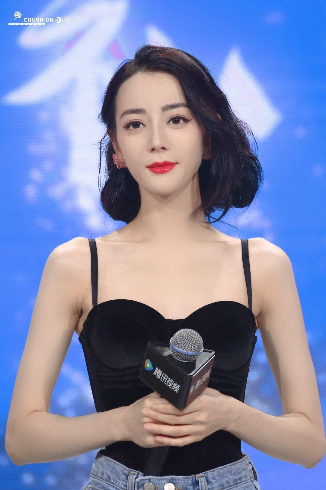 Netizen nên học theo độ thông thái của Địch Lệ Nhiệt Ba: Mua 1 mặc được 2, chả màu mè cũng lên hương ngồn ngộn 7