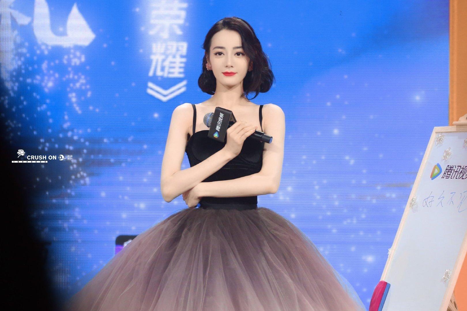 Netizen nên học theo độ thông thái của Địch Lệ Nhiệt Ba: Mua 1 mặc được 2, chả màu mè cũng lên hương ngồn ngộn 2