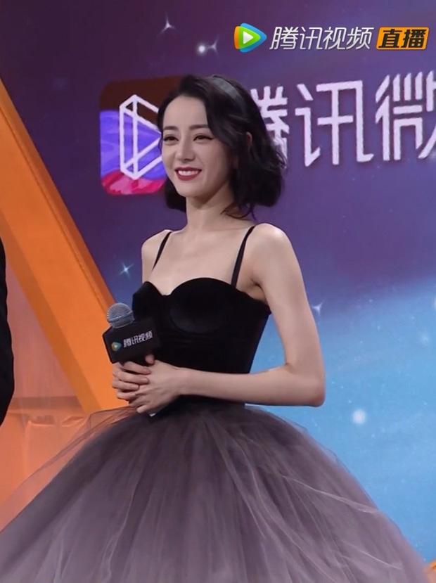 Netizen nên học theo độ thông thái của Địch Lệ Nhiệt Ba: Mua 1 mặc được 2, chả màu mè cũng lên hương ngồn ngộn 5