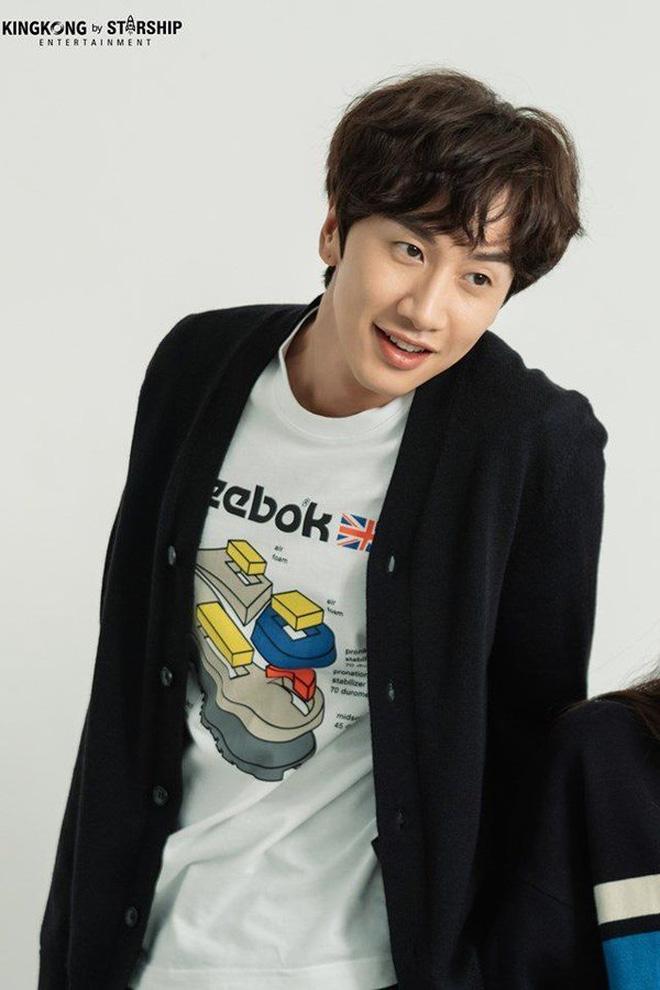 Lee Kwang Soo chính thức lên tiếng về tin đồn 'đập đi xây lại' cả mặt hậu rời Running Man 4