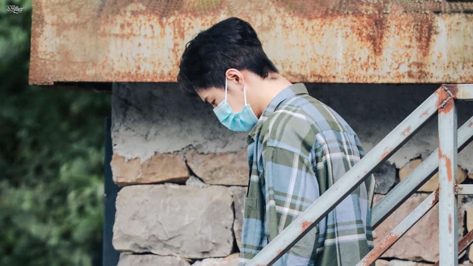 Visual của Vương Nhất Bác điên đảo đến mức khiến staff và fan 'gà bay chó sủa' tại Thiên Thiên Hướng Thượng 9