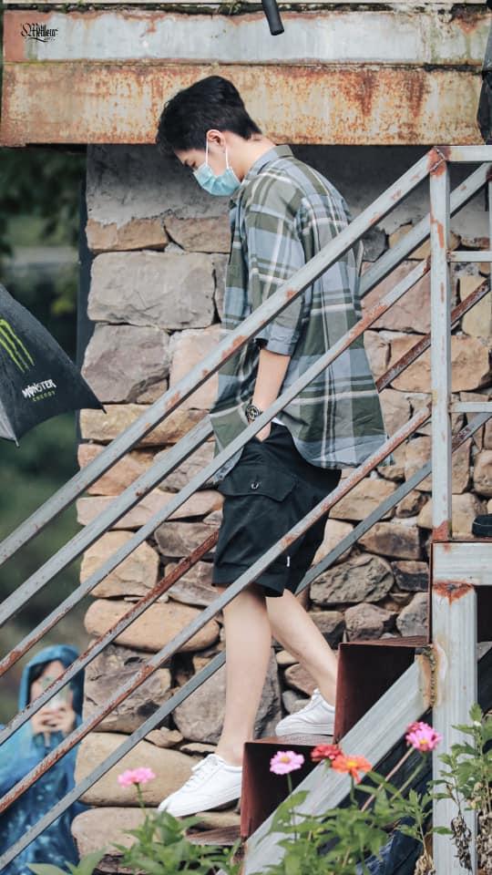 Visual của Vương Nhất Bác điên đảo đến mức khiến staff và fan 'gà bay chó sủa' tại Thiên Thiên Hướng Thượng 8