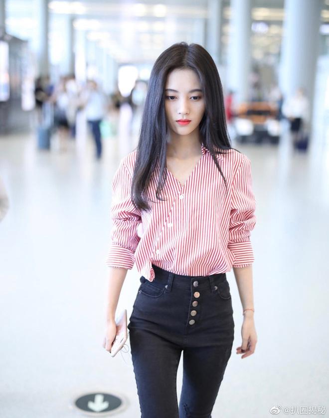 Thánh soi tìm ra lý do Cúc Tịnh Y luôn 'ê chề' trong khoản ăn mặc: Stylist không chịu tiếp thu thì nên nghỉ việc 2