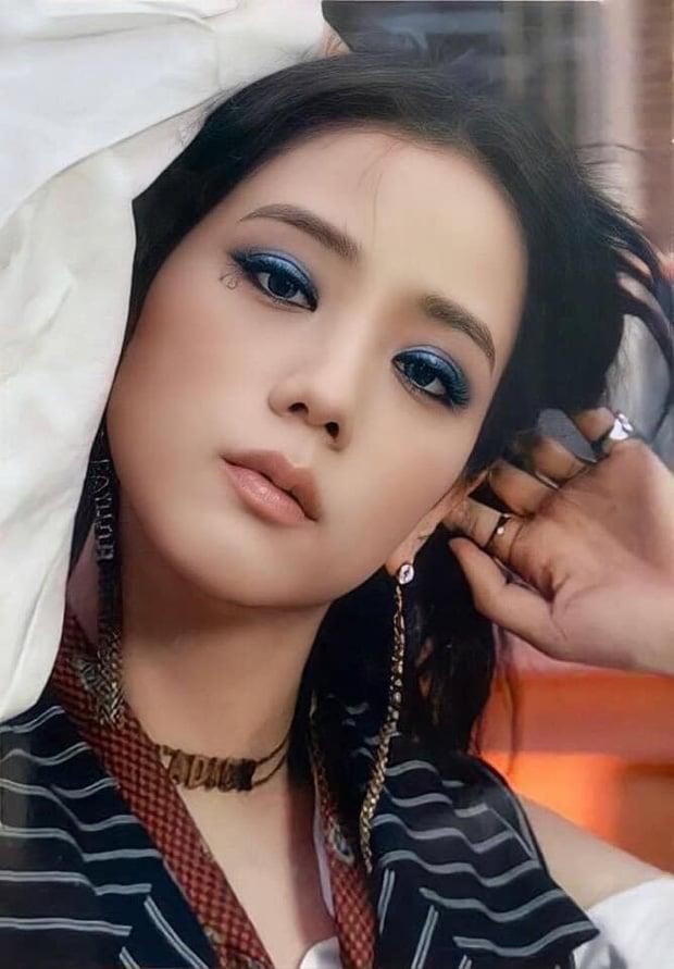 BLACKPINK tung bộ ảnh mới: Jisoo 'ngầu lòi', Lisa Jennie ra dáng bad girl, qua Rosé đừng sốc nha 'quý zị' 1