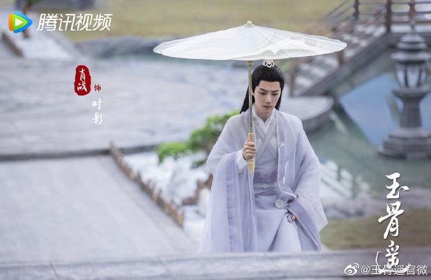 Tiêu Chiến đẹp 'sắc nước hương trời' trong poster Ngọc Cốt Dao, Cnet nháo nhác: Đứng ngồi không yên 1