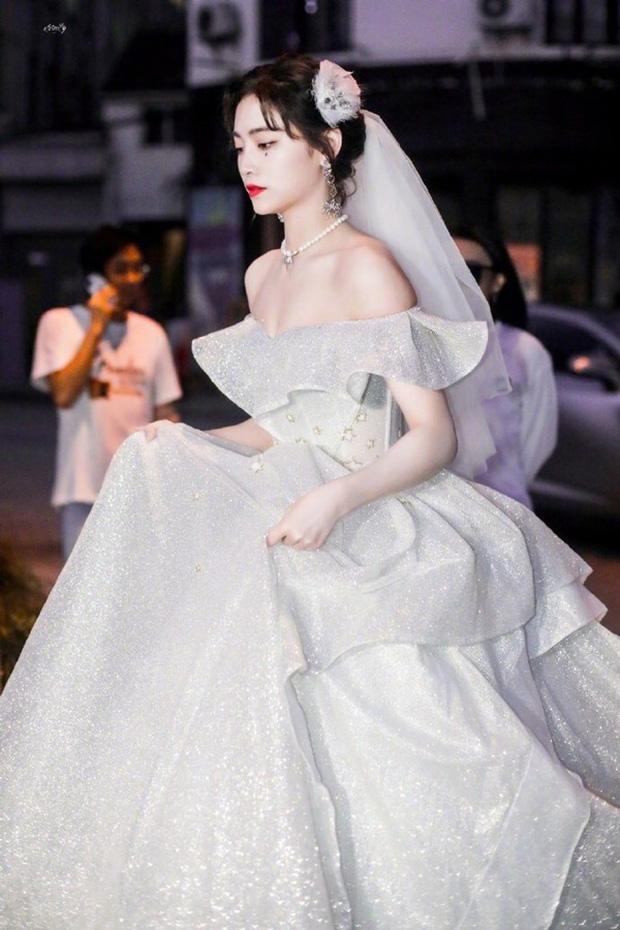 Nữ thần Cbiz khoe visual nức nở trong váy cưới: Nhiệt Ba, Tịnh Y đẹp 'nhức nách', Dương Mịch bỏ bùa Cnet 16